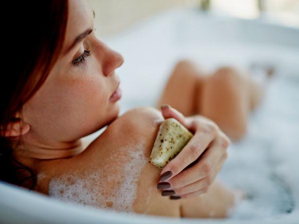 7 Akibat kalau kamu hobi menggosok kulit terlalu keras, hindari ya!