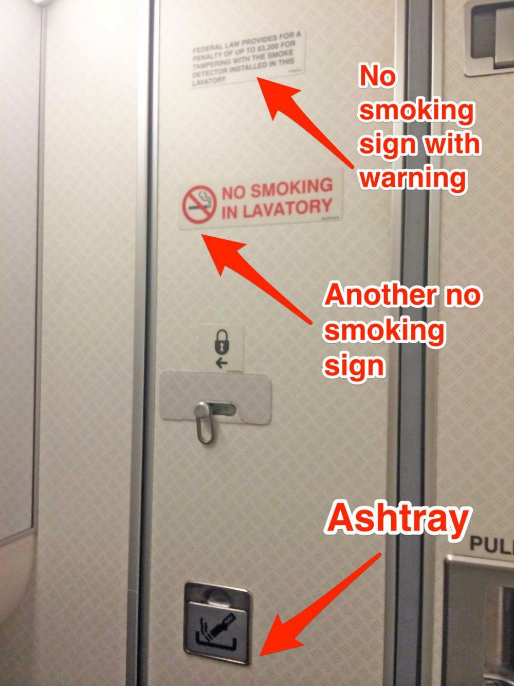 Aneh, ada peringatan dilarang merokok dalam pesawat tapi ada asbak