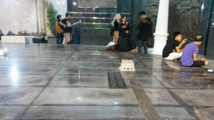 Netizen marah ada anak muda nekat duduki diorama Jogja saat HUT Jogja