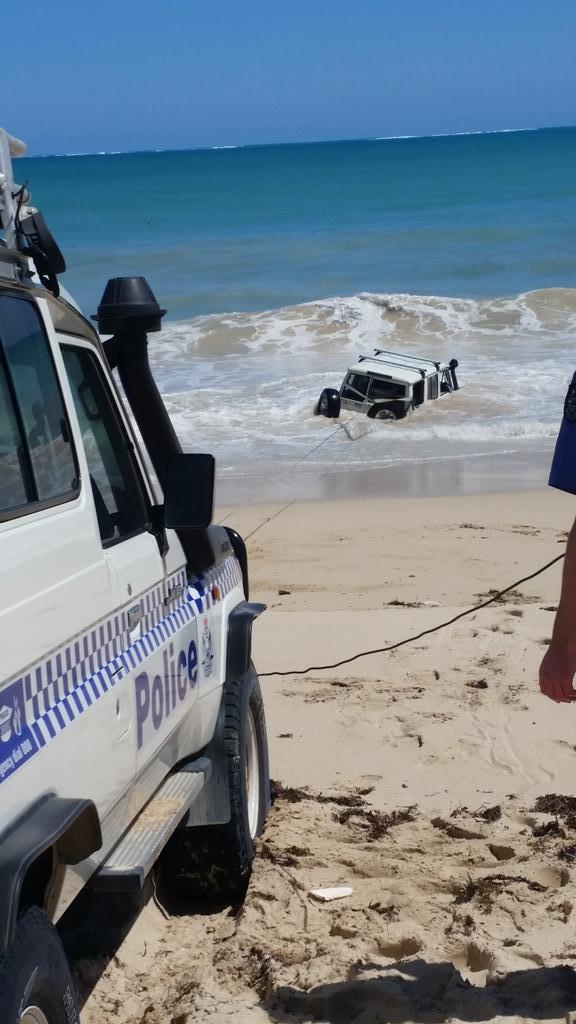Kabur dari polisi, pencuri ini milih nyemplung ke laut