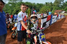 Usianya baru 10 tahun, gadis mungil ini jadi crosser terbaik Indonesia