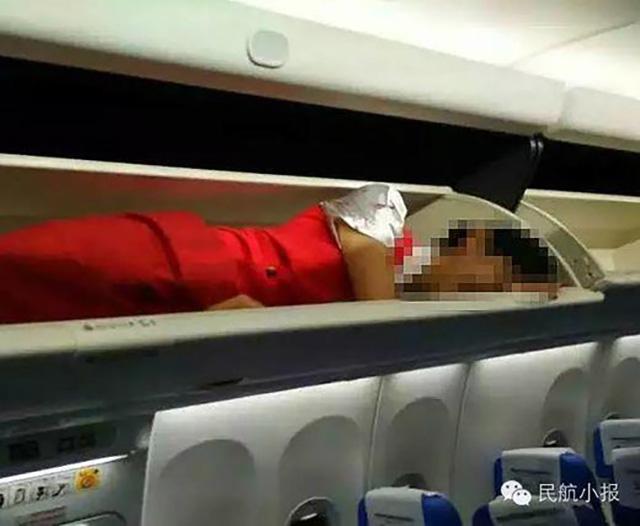 Paksa pramugarinya tidur di bagasi, maskapai ini dituntut minta maaf