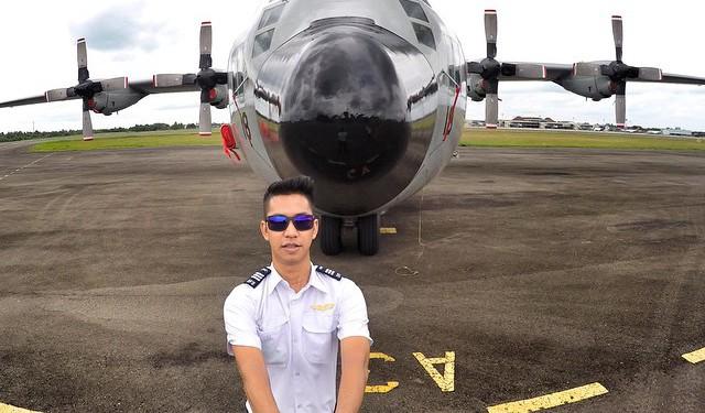 12 Pilot ganteng yang bisa bikin hati cewek ikutan terbang, duh gemes!