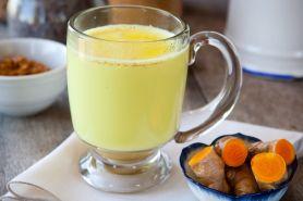 9 Manfaat baik ini bisa kamu dapatkan kalau minum susu campur kunyit