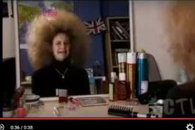 Kasihan! Berjam-jam catokan, rambut cewek ini balik kribo lagi