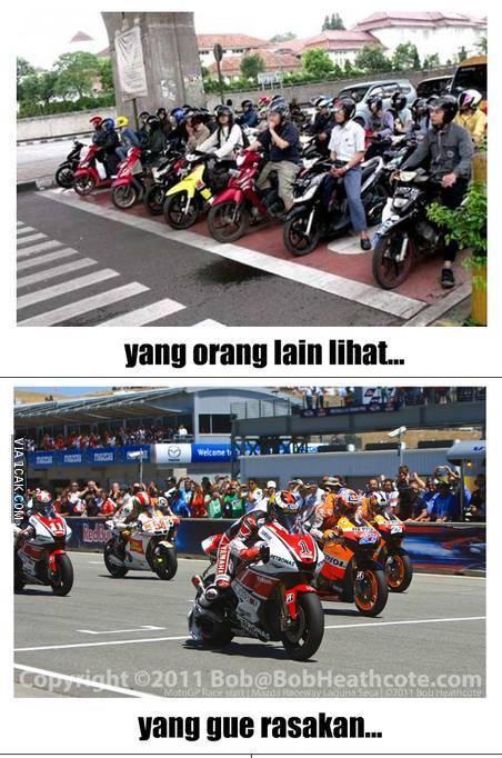 25 Meme kocak pengendara motor di Indonesia yang bikin ketawa mules