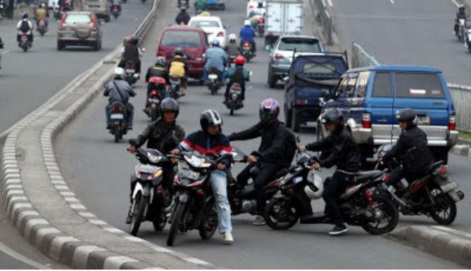 18 Kesalahan orang Indonesia di jalanan yang mesti diinsyafi