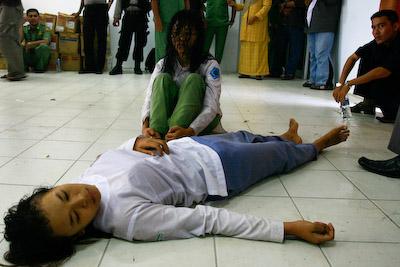 Kisah kesurupan ratusan orang ini terjadi di Padang, ngeri ya?