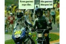 17 Meme insiden Rossi vs Marquez yang bikin ketawa ngakak