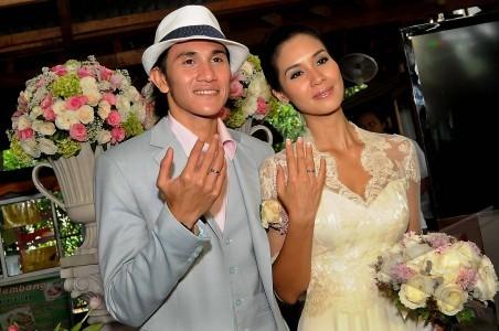 12 Artis Indonesia ini pindah agama menjelang hari pernikahannya