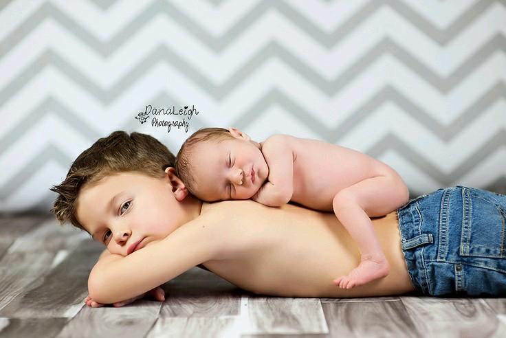 24 Foto Kelakuan Bocah Bersama Adik Bayinya Bikin Gemes