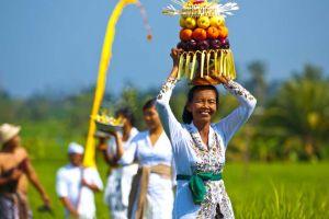 10 Kebiasaan orang Bali ini bikin turis kangen berat, kamu mau tahu?