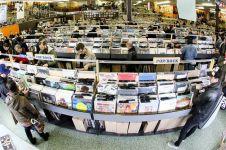 5 Alasan kenapa beli CD album fisik lebih baik daripada format digital