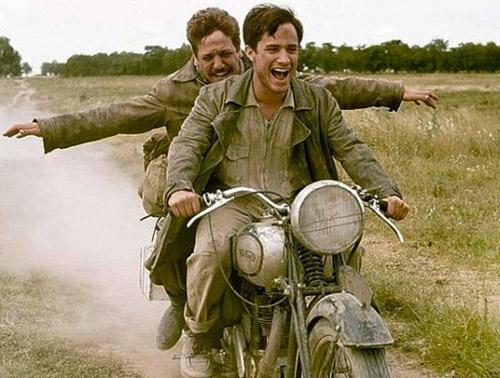 10 Film ini bisa bikin kamu makin bersemangat traveling