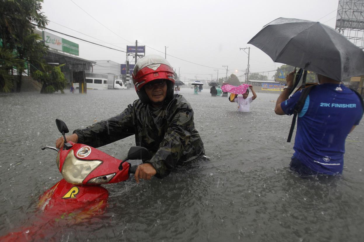 13 Aktivitas kamu yang terganggu saat turun hujan, benar nggak?