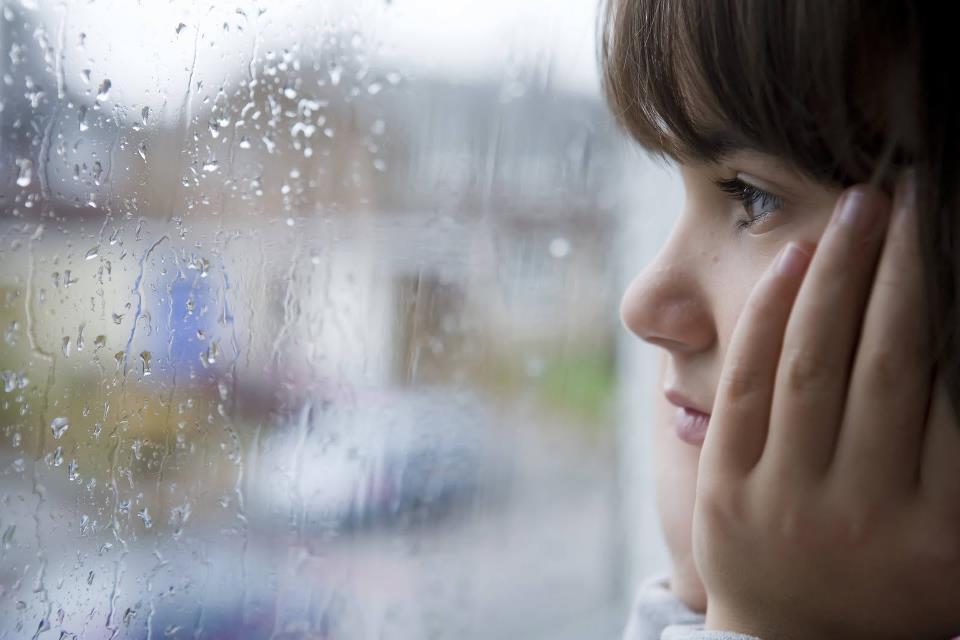 8 Alasan ini jadi andalan kamu batalkan janji di musim hujan, setuju?