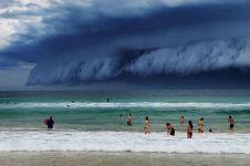 Sydney dilanda badai awan mengerikan mirip tsunami, kamu mau tahu?