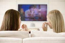 7 Alasan kamu nggak bisa lepas dari serial TV atau drama