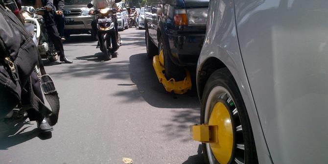 6 Cara unik penertiban parkir liar, bikin kapok parkir sembarangan!