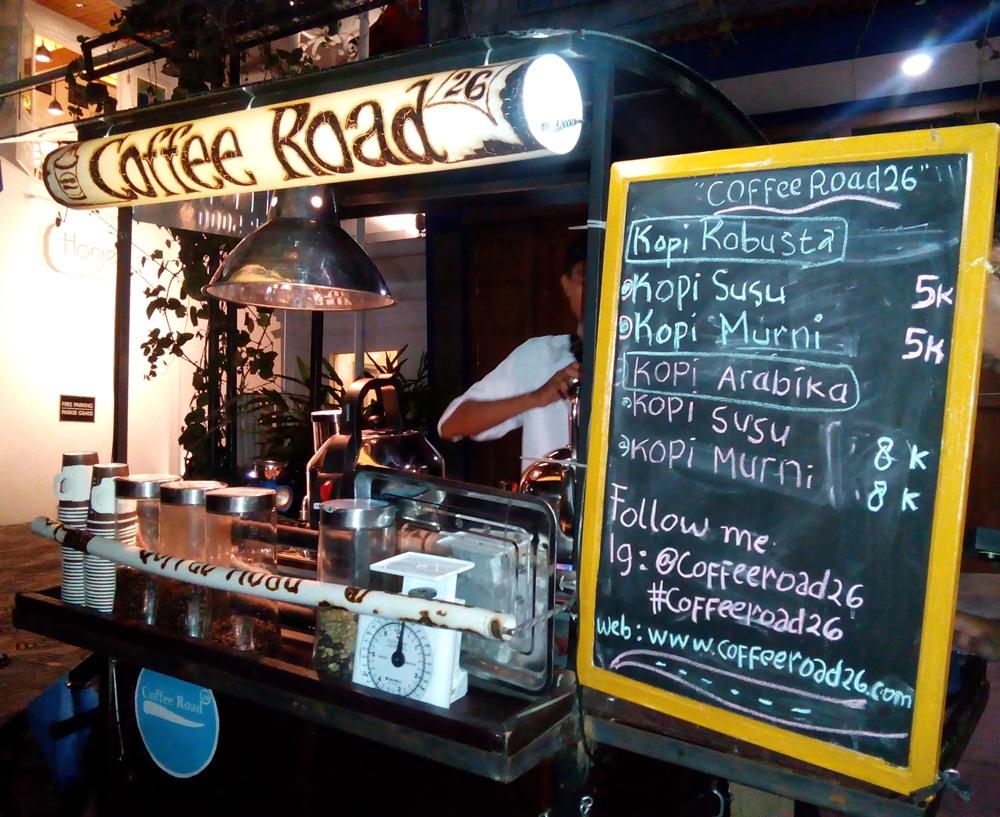 Dari gerobak sederhana, Dayu dan Deni ciptakan kafe kopi berjalan