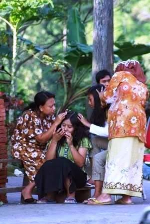 10 Kondisi yang dialami ibu ketika anaknya merantau, duh bikin mewek!