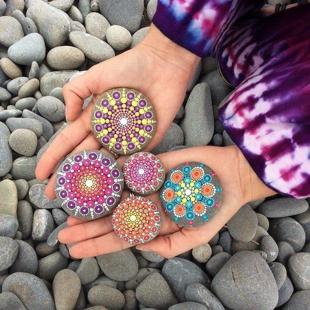 19 Karya seni batu warna-warni ini luar biasa indahnya, senimannya top