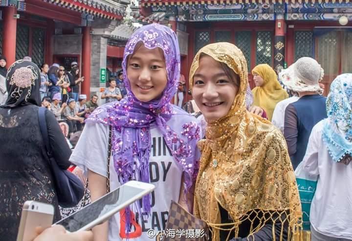 Cantiknya wanita muslim China saat beribadah