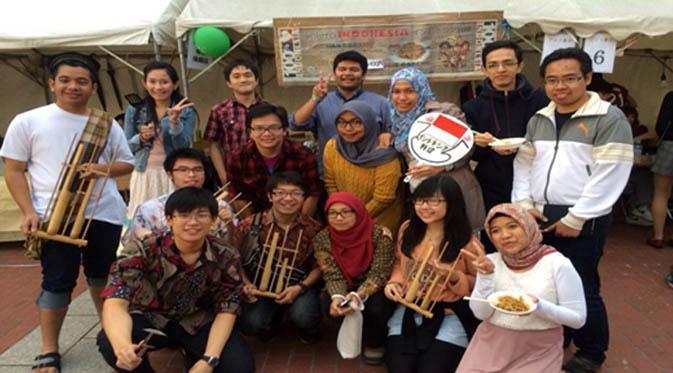 Ini yang dilakukan orang Indonesia ketika sampai di luar negeri