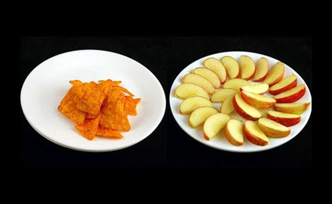 11 Perbandingan junk food & makanan sehat yang tak pernah kamu sadari