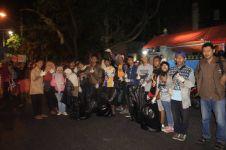 Sekumpulan pemuda ini rela punguti sampah di Sekaten 2015, salut!