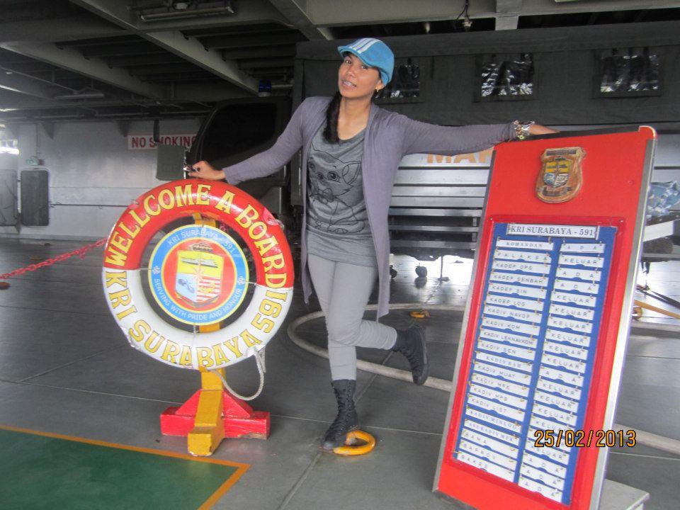Kisah Ejie, traveler cewek pernah numpang ambulans sampai kapal perang
