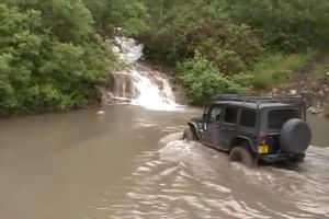 Rekaman offroad Jeep taklukkan sungai ini dihujat netizen, kenapa?