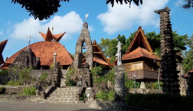 Bangunan unik gereja di Indonesia, dari mirip rumah adat hingga masjid