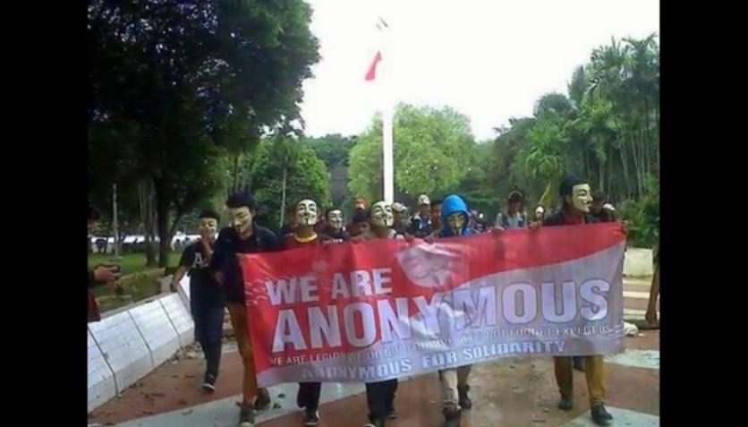 Ngaku anggota Anonymous, sekelompok pemuda ini ditertawakan netizen