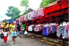 Asal saat menawar harga baju di pasar, ibu ini kena batunya sendiri