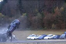 Ini yang terjadi pada mobilmu saat tabrakan dengan kecepatan tinggi