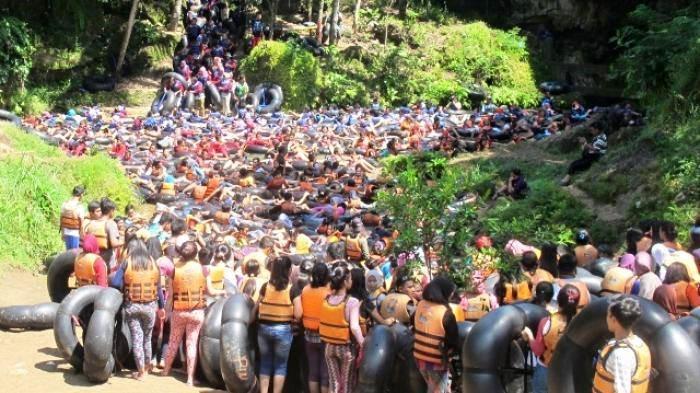 Pengunjung di Goa Pindul dibatasi, membludak nggak keruan