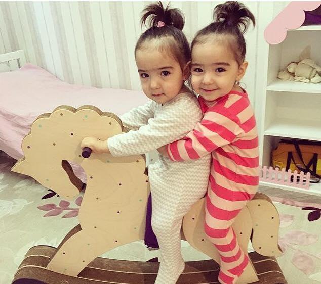 Gambar Anak Anak Kembar Lucu