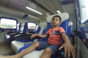 Cukup bayar Rp 10.000, kamu bisa naik kereta api eksekutif ini