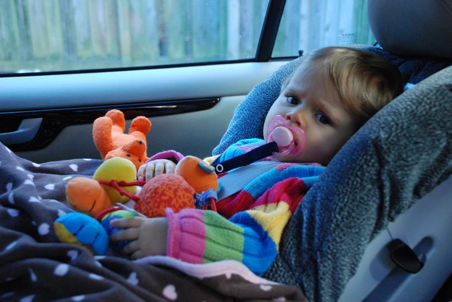 Amankah mendudukkan balita di car seat? Begini penjelasannya