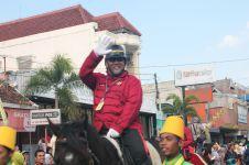 Indro Warkop DKI naik kuda ikuti kemeriahan kirab Paku Alam X