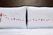 10 Desain bantal couple romantis ini bikin kamu nyenyak tidur