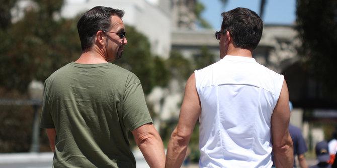 Merasa mantap, pasangan sesama jenis ini ingin menikah di Amerika