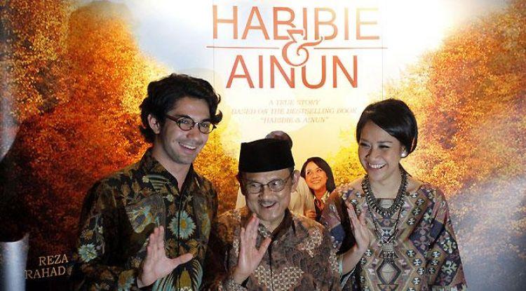 Film indonesia terbaik dengan pendapatan tertinggi