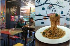 Menikmati sensasi makan mie terbang di Yogyakarta