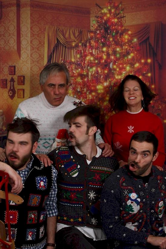 Maunya tampil kompak, tapi 15 foto keluarga ini malah terlihat kocak!