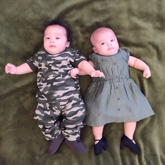 Tingkah lucu anak kembar imut Jonathan Frizzy, bikin gemes deh!