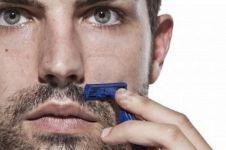 7 Kesalahan cowok saat mencukur bulu wajah, hindari ya Guys!