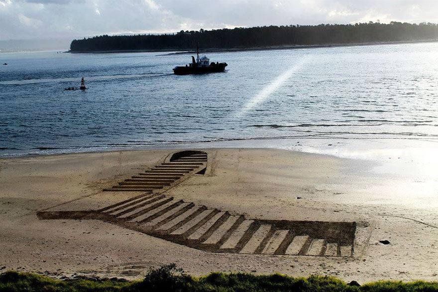 9 Gambar 3D di atas pasir pantai ini dijamin bikin kamu berdecak kagum
