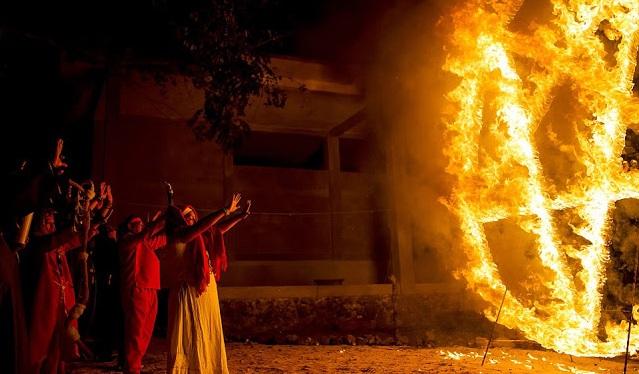 10 Foto ini ungkap isi rumah ibadah penyembah iblis yang mistis!